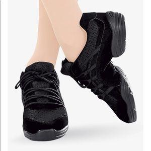 6.5 Capezio Tap Dance Sneakers - Shoes in Black